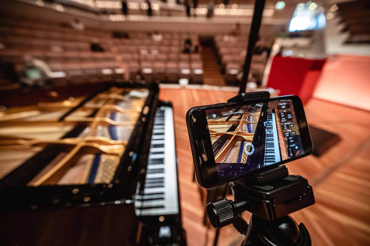 Livestreamberlin_Iphone-Aufnahme im Konzertsaalradikal-einfach